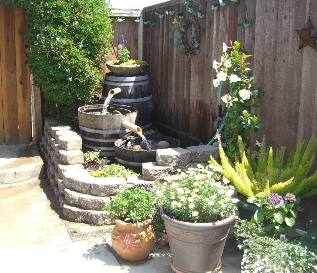 Backyard water feature diy backyard design ideas for Backyard water feature