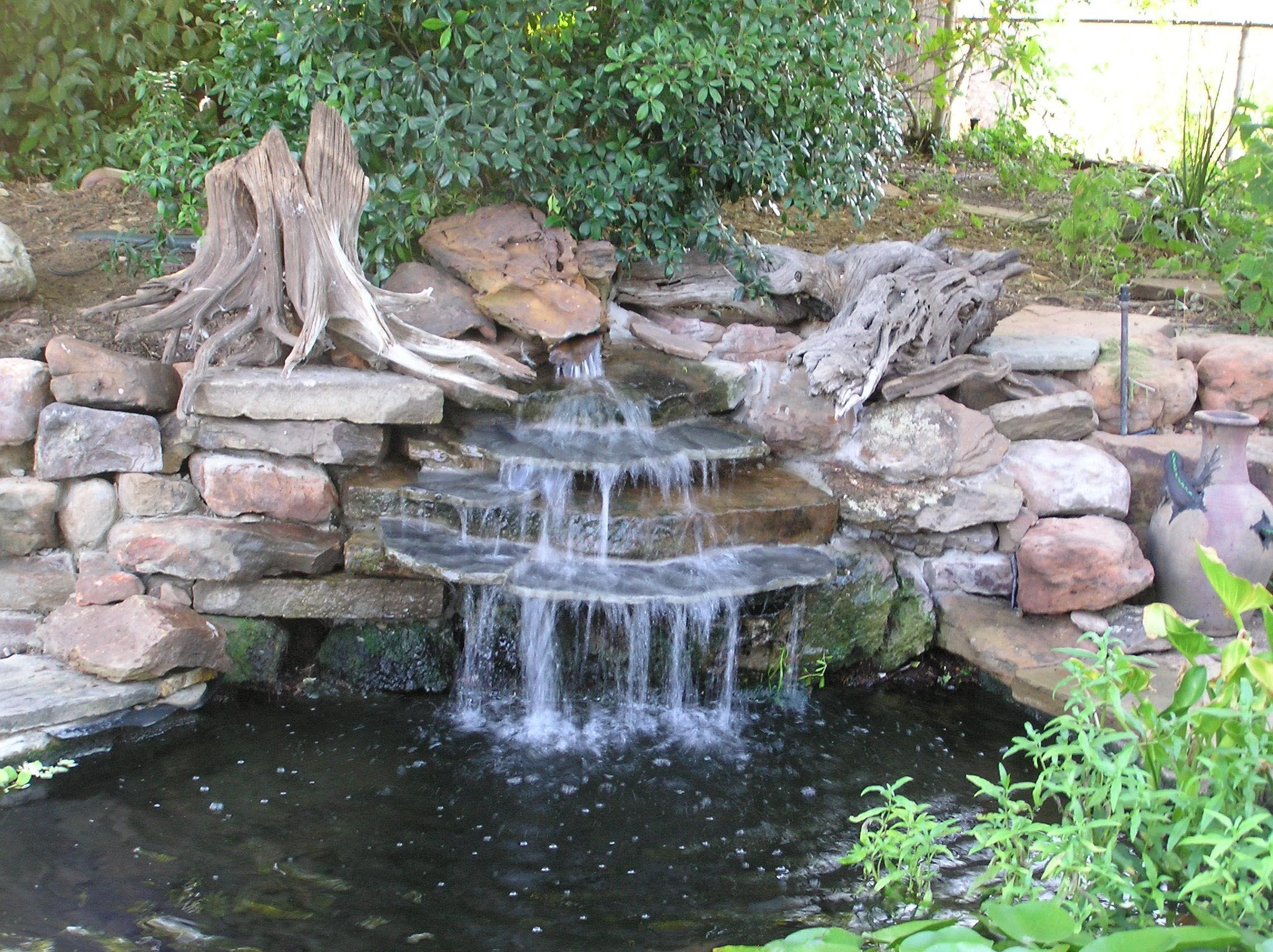 Garden pond waterfall designs backyard design ideas for Jardines con fuentes