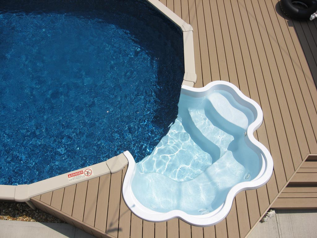 Ideas and benefits of a semi inground pool backyard for Above ground pool ladder ideas