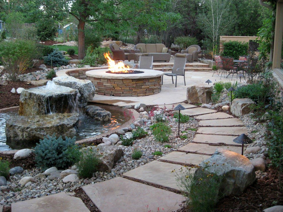 Water feature for backyard backyard design ideas for Courtyard landscaping pictures