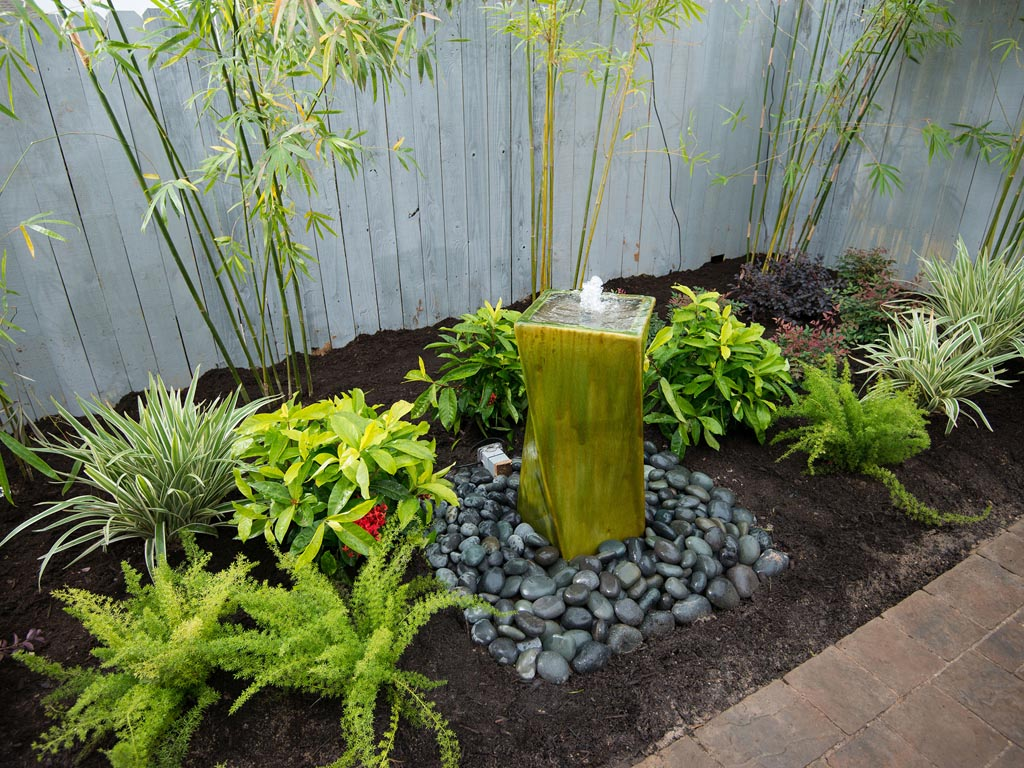 Water fountains for small backyards backyard design ideas for Small backyard water features