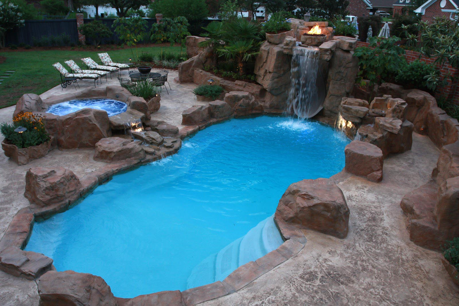 Backyard Swimming Pool Design