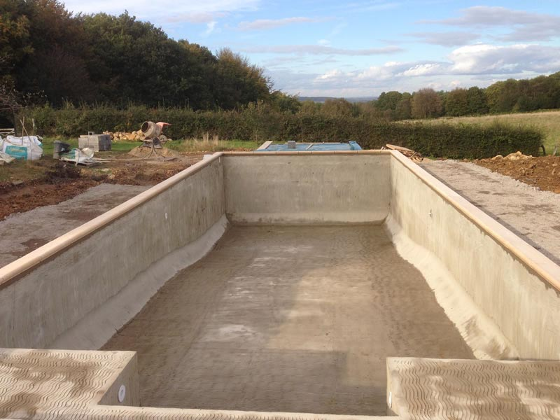 Diy concrete swimming pool backyard design ideas for Concrete swimming pool