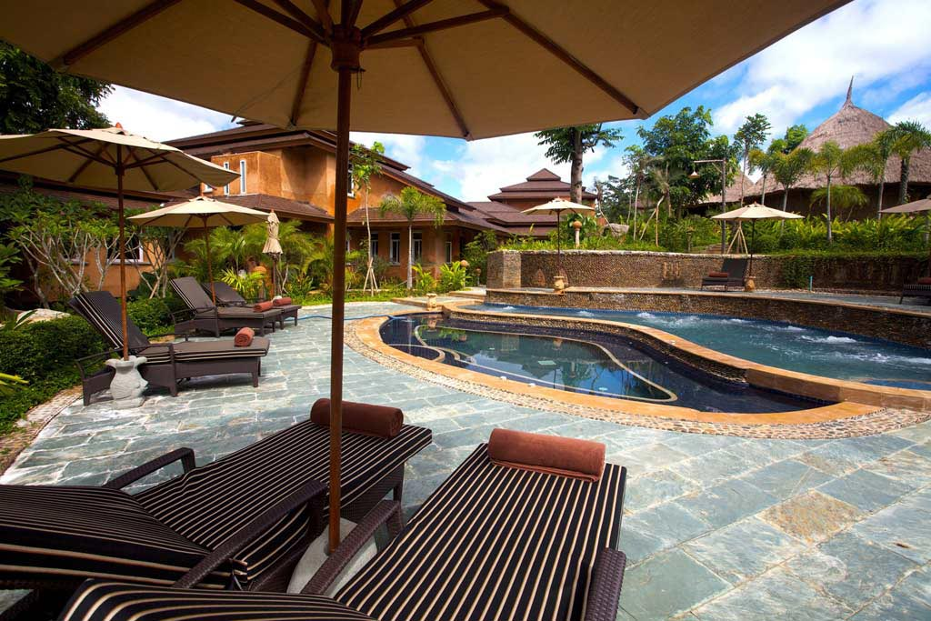 Pools and patio furniture backyard design ideas for Pool and patio furniture