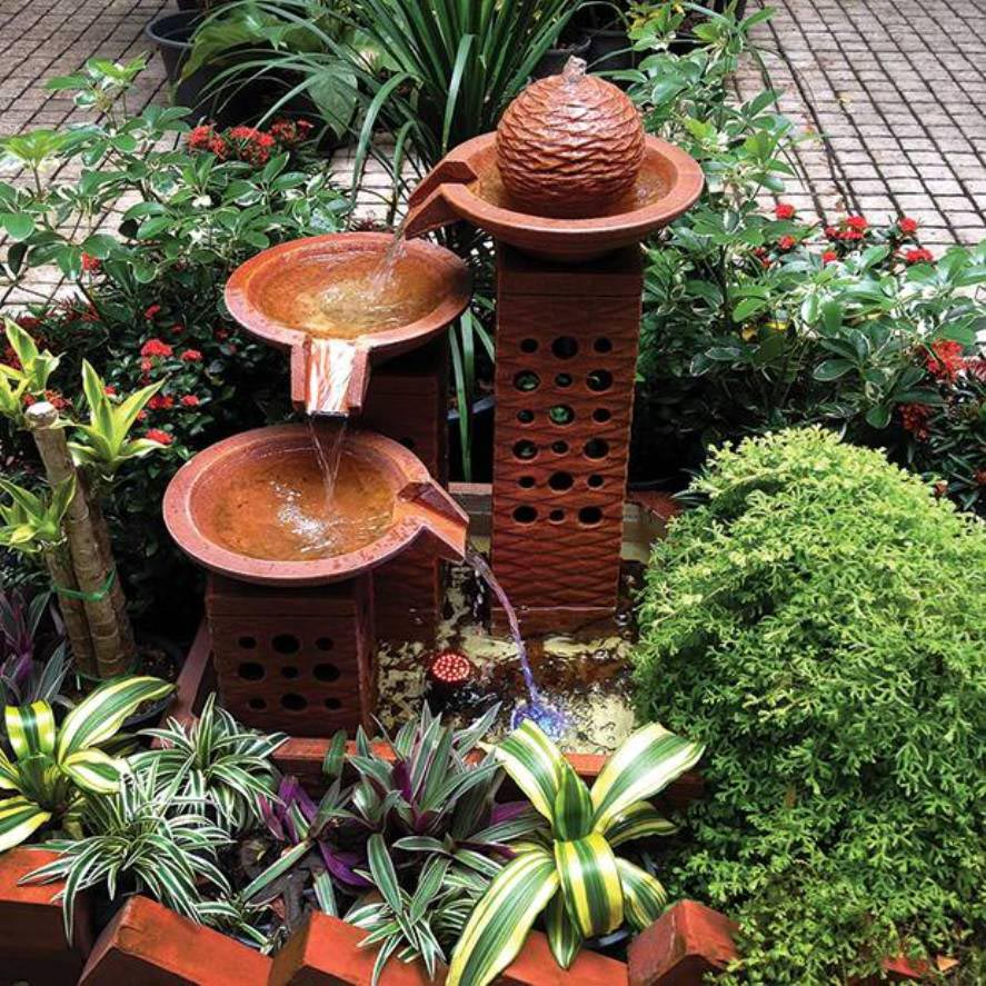 Small outdoor water fountains backyard design ideas for Water fountain designs garden