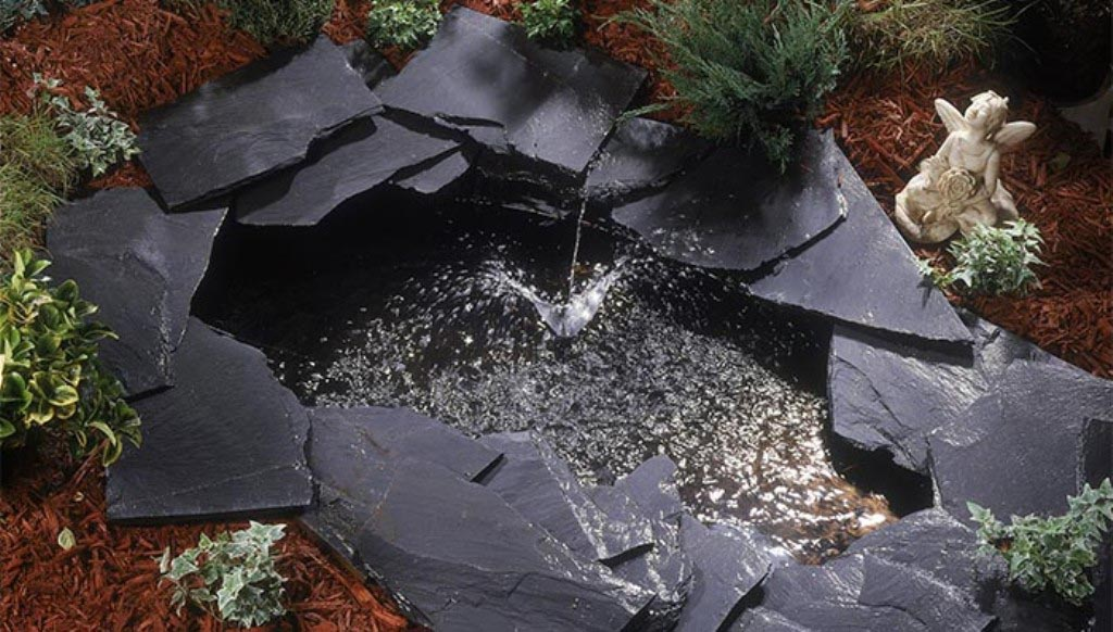 Small pond fountain pump backyard design ideas for Small garden pond with fountain