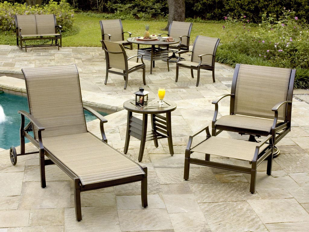 Swimming pool deck furniture backyard design ideas for Poolside table and chairs