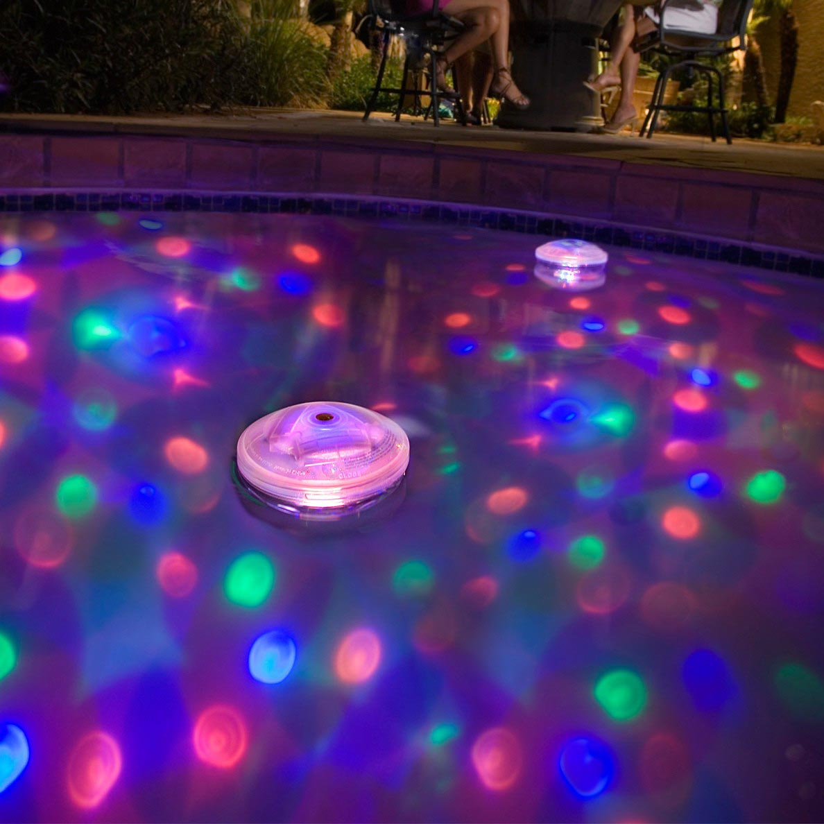 Pics Of Swimming Pools: Swimming Pool Fountain With Lights